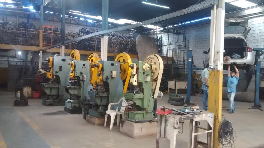 Veja nossa linha de produção e instalação em nossa fábrica de carretas e engates.